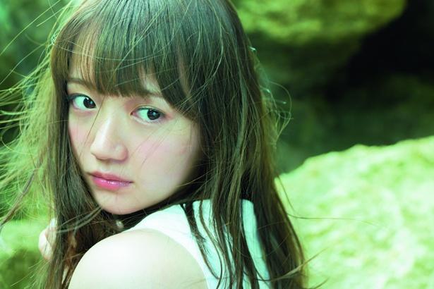 1st写真集「ぴ(ゅ)あ」の先行カットが公開された尾崎由香