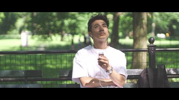 綾部祐二の英語の勉強方法は「単語とかもいっぱい録音して、それを聞きながら町を練り歩く」