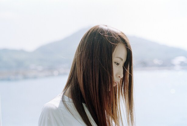 主題歌「remember」を歌う女性シンガー・Uru