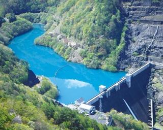 洪水調節をおもな目的とし、1994年に完成した多目的ダム