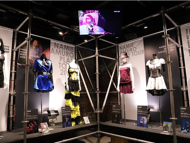 ステージ衣装の展示やステージ映像の上映