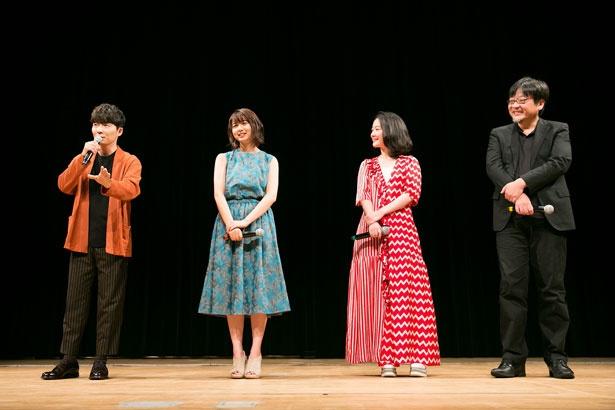 写真左から星野源、上白石萌歌、黒木華、細田守監督