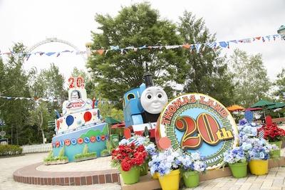開業20周年を祝うバースデーケーキモニュメントが登場!