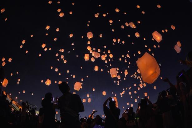 9月15日(土)と16日(日)に開催されるLEDスカイランタン。幻想的な光景が目の前に広がる