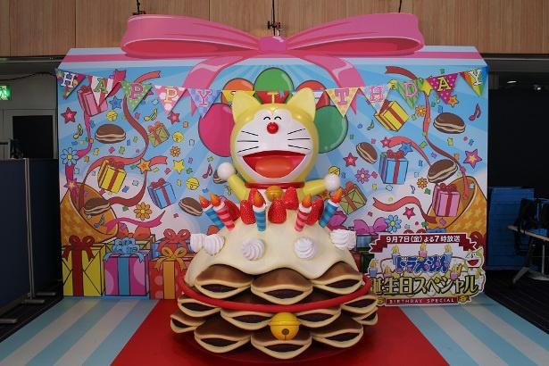 ドラえもんの大好きなどら焼きのケーキで誕生日をお祝い!