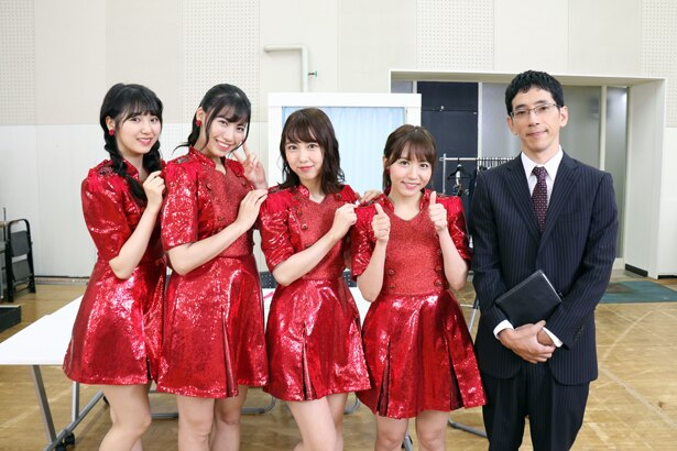 「AKB48 SHOW」の収録に参加した野間口徹、大場美奈、熊崎晴香、荒井優希、菅原茉椰(写真右から)