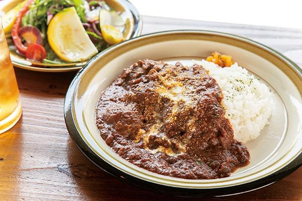 茅ヶ崎牛の欧風カレー(2,268円)。茅ヶ崎牛の肉の旨味が存分に感じられる。サラダ・ドリンクセット