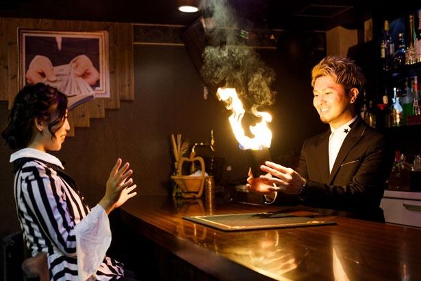 OWL先生が取り出したお財布から大きな炎が!プチマジックショーを楽しみながら勉強していくので初心者でも安心