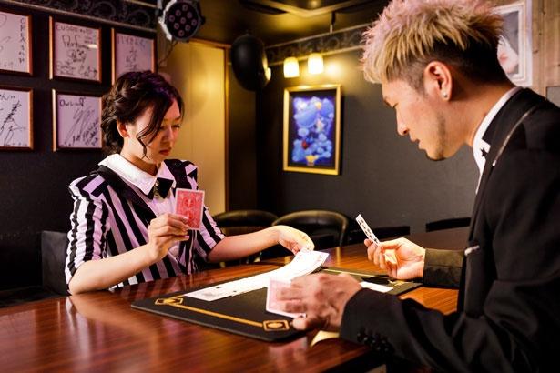 マジックといえばトランプマジック!まずはマジックの前に行う、カードパフォーマンスから練習。すべてのトランプを均一に並べるのも難しい