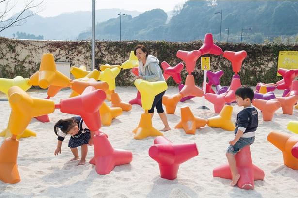 大分マリーンパレス水族館「うみたまご」 / 会場内には、海をコンセプトにした遊具や休憩スペースを設けている