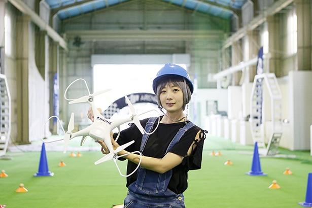 【写真を見る】ドローン飛行初挑戦のライターranranです!想像以上に大きな機体にワクワクしながらも緊張した〜!