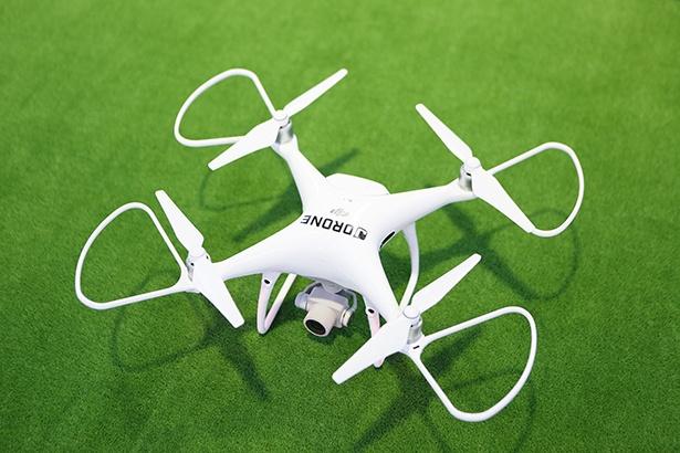 操縦したのはDJIドローン「Phantom4 Pro」(20万4000円)。4Kカメラ搭載なのですごく綺麗な映像が撮影できる