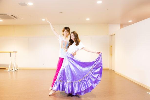 宝塚歌劇団に在団経験を持つ講師が指導を行う「Jenne Style」。「なりきりタカラジェンヌ」レッスンの担当は元宙組・男役スターの初嶺麿代(はつねまよ)さん