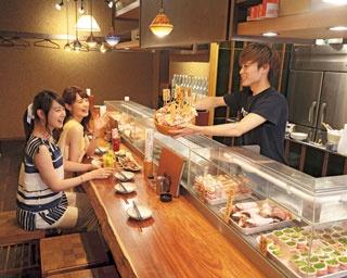 ゴロゴロ果実のチューハイと野菜巻き串が女子に人気!大阪難波「やさい串巻き なるとや」