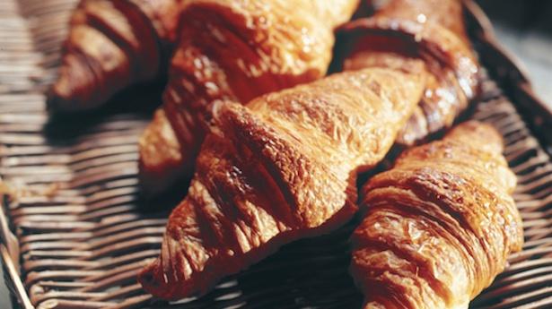 フワサクの食感で人気を博している「クロワッサン」(230円)