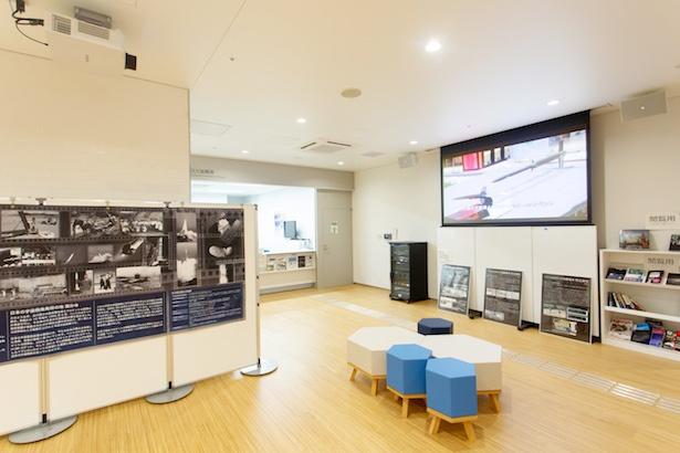 「まちの魅力発信コーナー」では、日本で初めてペンシルロケットの水平発射実験が行われた「日本の宇宙開発発祥の地」を展示中※内容は企画ごとに変更の場合あり