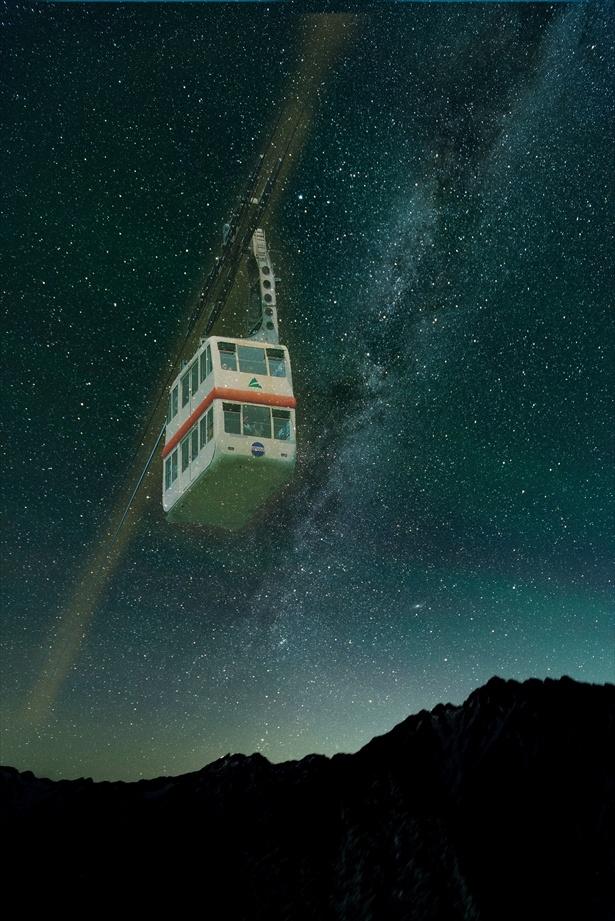 夜のロープウェイで星が煌めく山頂へ!  ※イメージ
