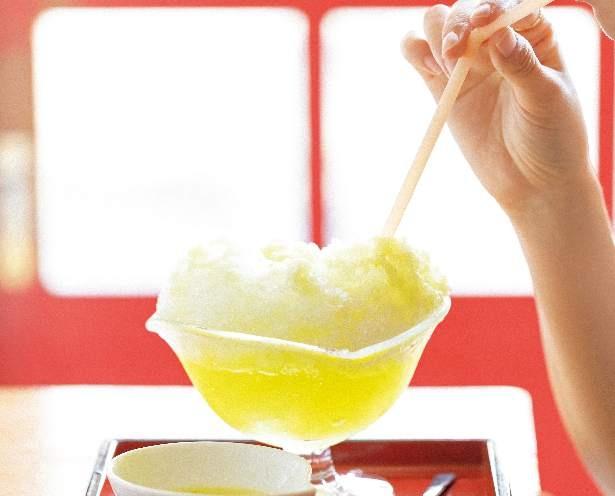ストローで飲みながら食べてもよし。氷が溶けても薄くならず、果物のフレッシュジュースを飲んでいるような味わい