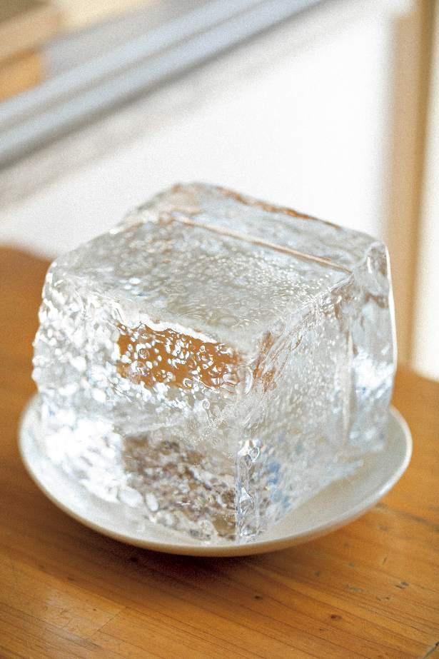 日光の貴重な天然氷を使い、手動の機械で一杯ずつ削る