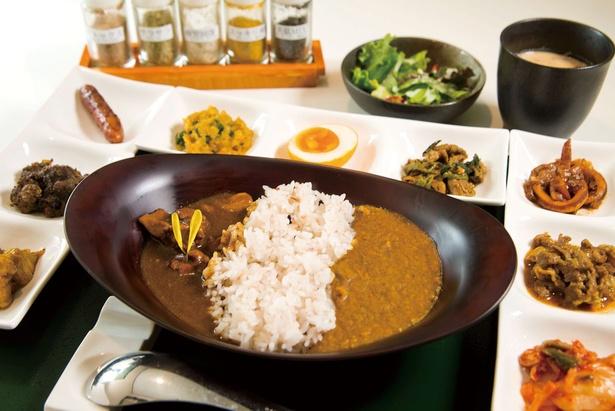 健康と美を追求した、スパイシー御膳(1,706円)。アーユルヴェーダ薬膳の神髄を凝縮したひと皿