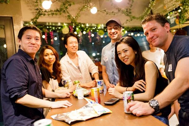 国際交流の外国人参加者はホステルの宿泊ゲストが中心。渋谷という土地柄もあり、カナダやスウェーデンなどいろいろな国の人々が集まる