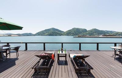 【写真を見る】日南の海に面したプライベートハーバーでのんびり