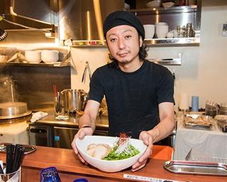 共同オーナーの堅物昌宏さん。浅草・雷門でバー「Zu-Lu」も営んでいて、オリーブ油そばは同店の裏メニューとして考案した