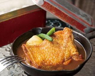 【写真を見る】ステーキのようにカットして味わう「Steak kari 若鶏」(1,380円)
