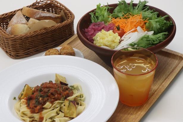 メイン料理は季節によって変わる。ジビエや地元産の野菜がイン!
