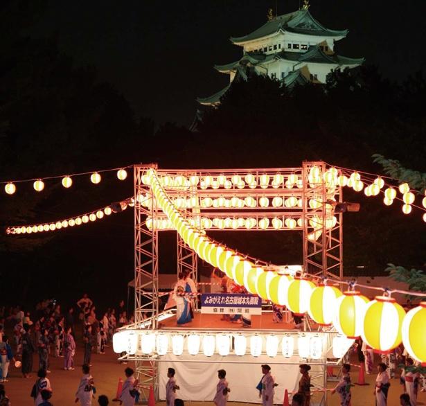 【写真を見る】定番の名古屋城大盆踊り音頭からJ-POPまで、さまざまな曲で盆踊りを楽しもう