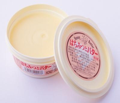 【写真を見る】リピート率No.1の「はちみつとバター130g」(756円)