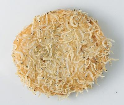 カリッとしたシラスの食感と程よい塩けが美味しい「しらす揚天」(150円)