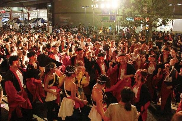 名古屋の大通りである「錦通」の一部を閉鎖!一夜限りの盆踊りが行われる