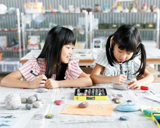 遊び盛りの子供にぴったり。写真は、50万年前の雲仙火山の地層をイメージしたボルダリングコーナー