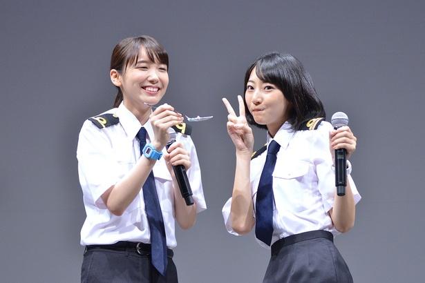 武田玲奈(右)の誕生日を祝った飯豊まりえ(左)