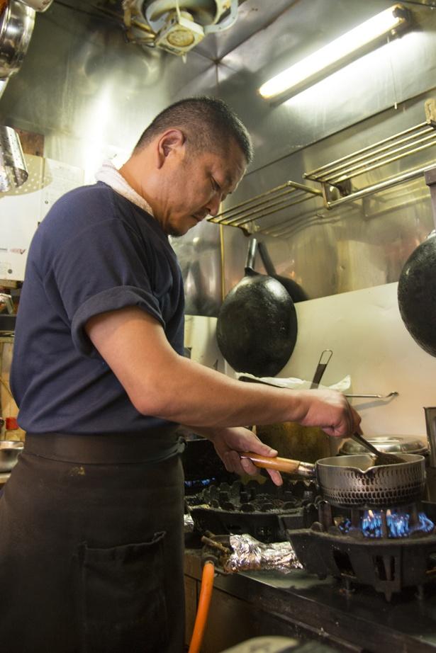 店主・荏原秀介さん。2014年の創業時よりスタッフの奥さん・由佳さんと一緒に店を切り盛り
