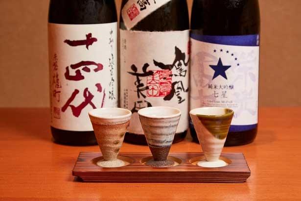 お得な利き酒セット1458円。常時15種そろう日本酒から、3種を選んで飲み比べができる