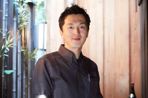 店長の小原幹也さん。「夏は香川県の高松漁港からおこぜが届いたり、日によっては季節の高級魚をお出しできることもあるんです」