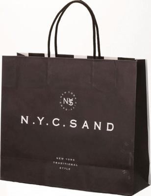 人気店「N.Y.C.SAND」の紙袋はシックな色合いで高級感がある