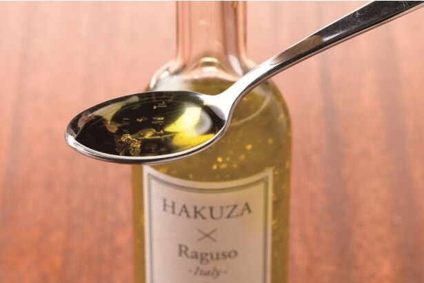 「金のオリーブオイル」(2970円)はフルーティな風味が感じられ、 まるでジュースのように軽やかな口当たり