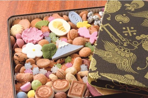 バターを使用しない和風のクッキー、打ち物、落花生、黒豆、金平糖など30 種以上入っている「冨貴寄 特撰缶JAPAN 小缶」(2700円)