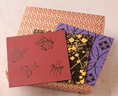 「千代ちょこ」(6枚入り 2808円)は江戸千代紙や着物の模様、歌舞伎など日本の伝統美を描いた美しいチョコレート