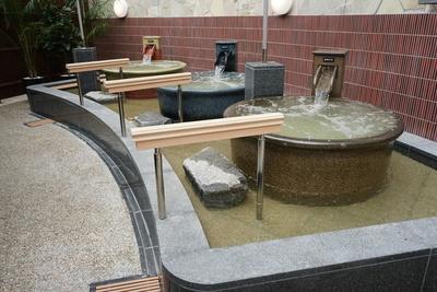 数百万の気泡で体をもみほぐす「美泡壺湯」/天然温泉アーバンクア・天空の湯