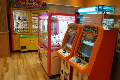 ゲームコーナでは定番のUFOキャッチャーをはじめ、さまざまなゲームが充実/天然温泉アーバンクア