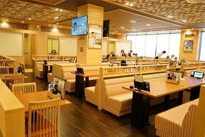 全140席の館内レストラン「シーズ ダイニング」/天然温泉アーバンクア