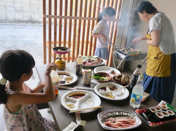 【写真を見る】多目的スペースに食材を持ち込んでバーベキューするなど色んな活用法が!
