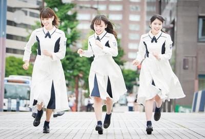 デビューアルバム「走り出す瞬間」を発売した けやき坂46・佐々木久美、齊藤京子、丹生明里