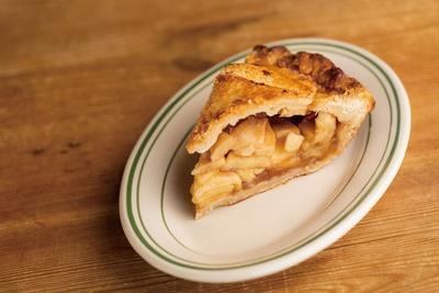 本日のパイ&ケーキも登場。写真はアップルパイ648円/DAKOTA RUSTIC TABLE