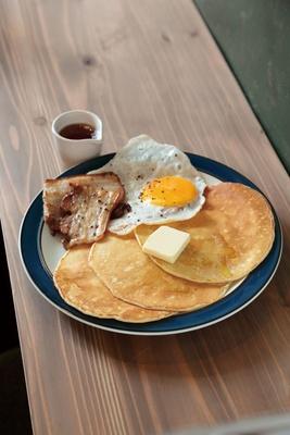 朝食に最適なデクスターパンケーキ(950円)/DEXTER DINER