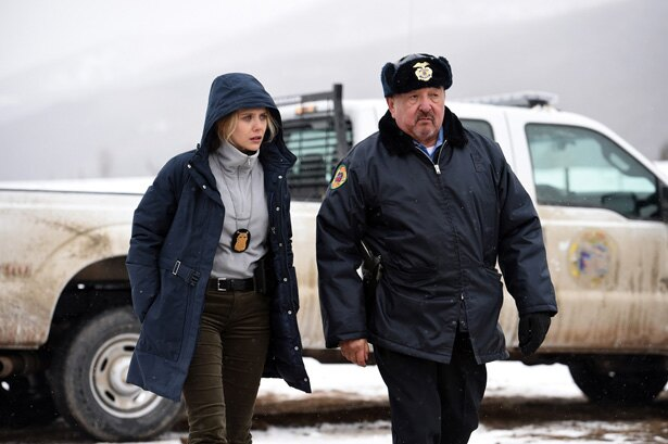 ただ一人派遣されたFBI捜査官のジェーン(エリザベス・オルセン)と、部族警察の署長ベン(グラハム・グリーン)